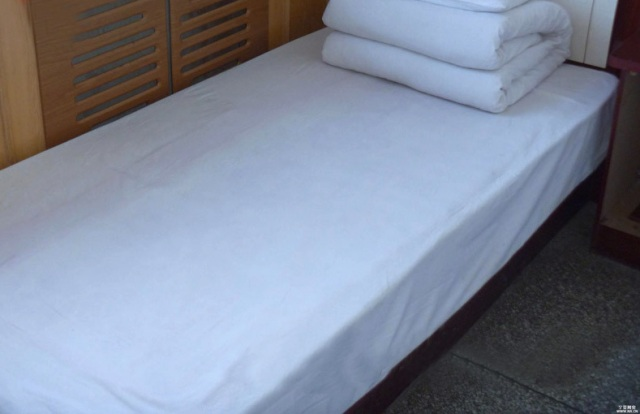 White plain single bed